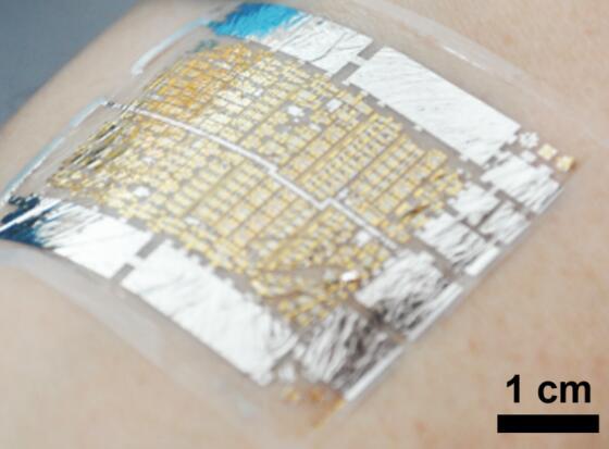 超薄自供电电子贴片,可以实时监控用户的脉搏和血压