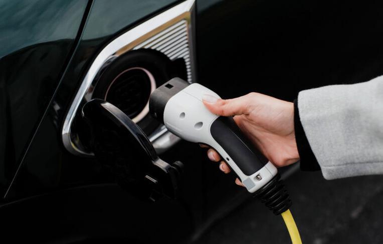 研究发现大约20%的加州电动汽车使用者放弃了插电式电动车