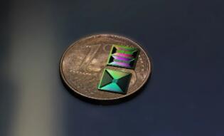瑞士学者开发出了一种新技术,可以生产光损耗低的氮化硅集成光子电路