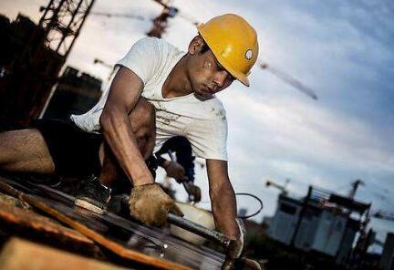"""《保障农民工工资支付条例》施行一年 成效如何?还存在哪些""""注意事项""""?"""