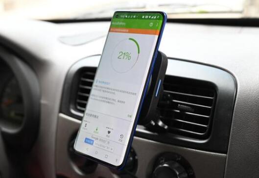 亿色车载磁吸无线充电器实际评测:取放方便还有过充保护,驾驶员的充电神器