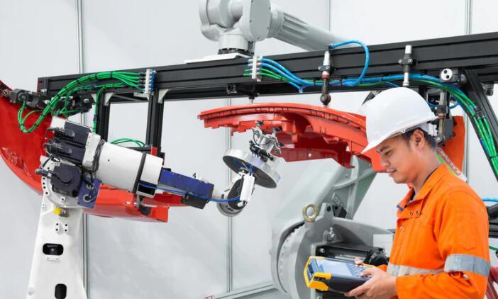 为什么在协作机器人技术中选择分散式系统?