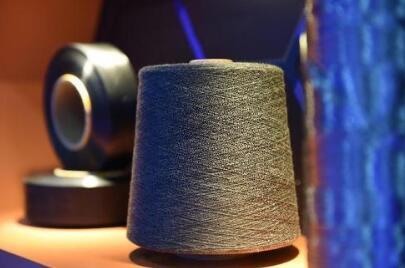 """尼龙、蚕丝表面涂上一层氧化石墨烯,就能具有""""组装-精确还原""""的功能"""