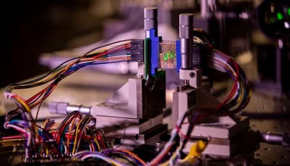 摄像头或将被取代!密歇根大学开发了基于石墨烯的光检测器,可在三个维度上感测和成像