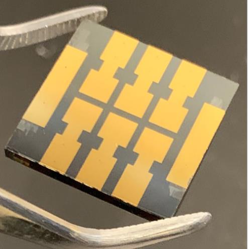 科学家使用添加剂处理太阳能电池 运行4000小时后仍保留80%的效率