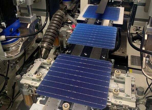 硅料价格连续上涨引发担忧 太阳能电池企业纷纷签订硅料长单避免断供
