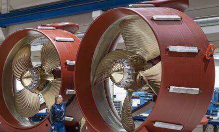 行业巨头瞄准电动船舶市场 ,船舶动力正逐步向电动及混合动力过渡
