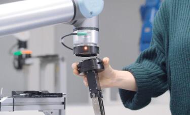 新型多功能臂架平台:具有自动或手动夹持器更换的能力