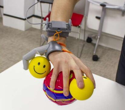 """3D打印出的定制款机械""""手指"""",让经过训练的大脑承认它的存在"""