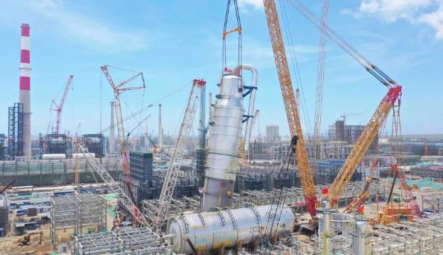 里程碑式施工节点!中石油广东石化炼化一体化项目完成吊装