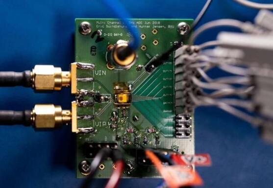 新型节能高速ADC微芯片:将底板电容降低三倍,从而大大降低了功耗
