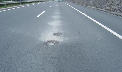 沥青路面发生离析的原因和解决方法