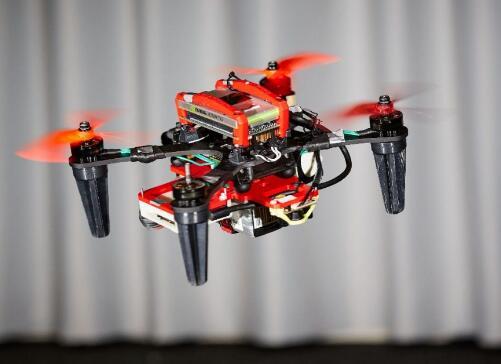无人机如何在电机故障且失去GPS信号的情况下,仍能保持稳定飞行