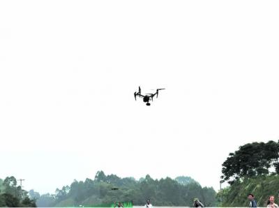 无人机给人们带来的福利——不仅可以帮忙插秧还可以精准记录上千亩松树