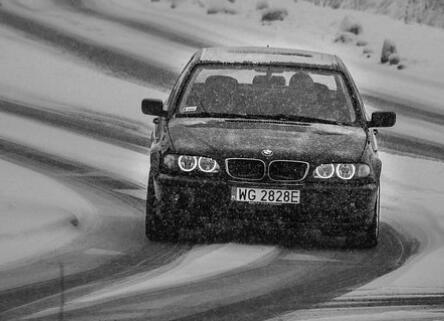 AI传感器,让自动驾驶汽车在雪天也能安全出行