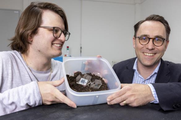 研究人员开发可生物降解的微型电容器 由碳、纤维素、甘油和食盐组成