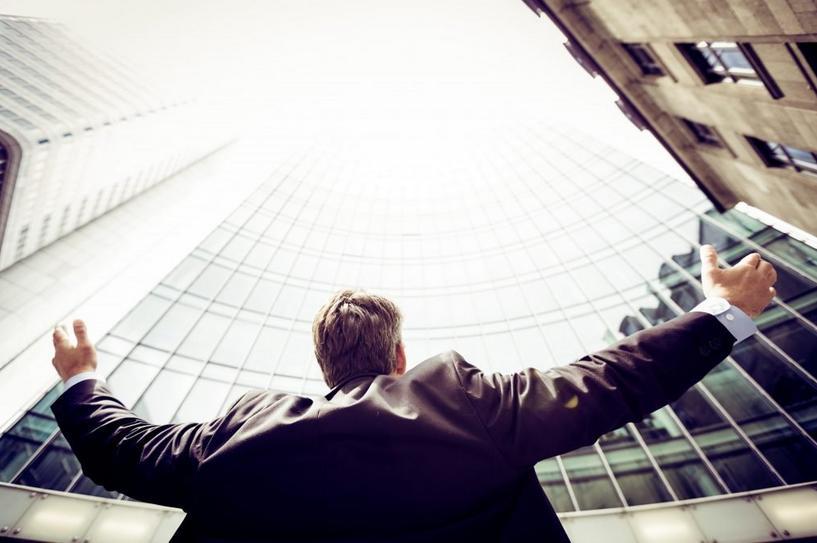 科技首席执行官们如何为赢得未来而奋斗和转型?