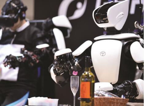 认识一下东京奥运会的机器人:能拍照、能上茶、还能实时导航