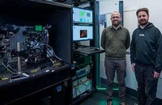 晶格光片显微镜捕获了单个疟疾寄生虫入侵的高分辨率 3D 实时红细胞图像