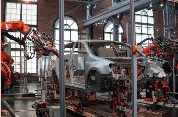 工廠機器人很快就會獲得一系列技能,包括選擇如何制造東西的能力