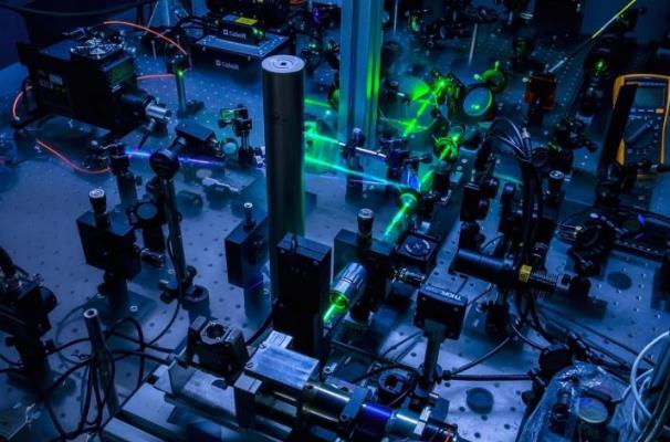 研究人員首次在半導體材料鍺中意外觀察到的熱波