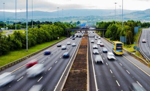 研究人員開發可預測車道變化的模型,可為駕駛輔助系統提供信息