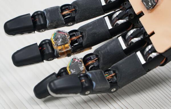 智能泡沫材料,使機械手能夠自我修復