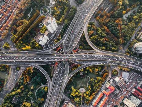 設計更安全的街道,降低行人和自行車的事故率