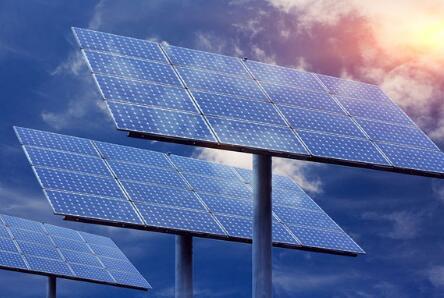 將三種不同的鐵電材料組合 可以將太陽能電池的光電效應提高1000倍
