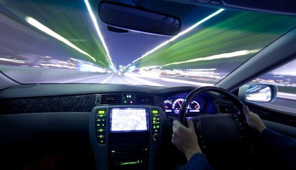 使用汽車級保險絲可以提高汽車電子系統在惡劣環境下的可靠性