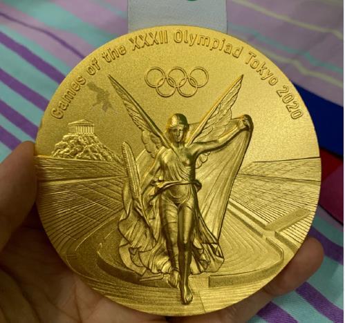 朱雪莹的奥运会金牌掉了一层皮:揭秘东京奥运会金牌背后的故事