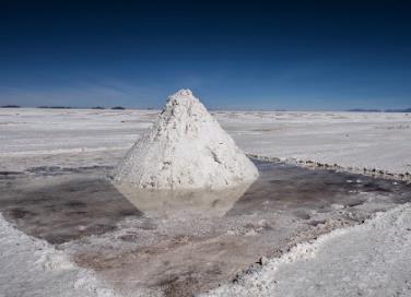 """全球掀起鋰礦爭奪戰:""""白色石油""""將重塑世界能源格局"""