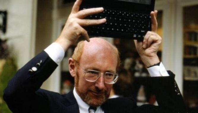 袖珍計算器的發明者去世,享年 81 歲,他一生有三大設計