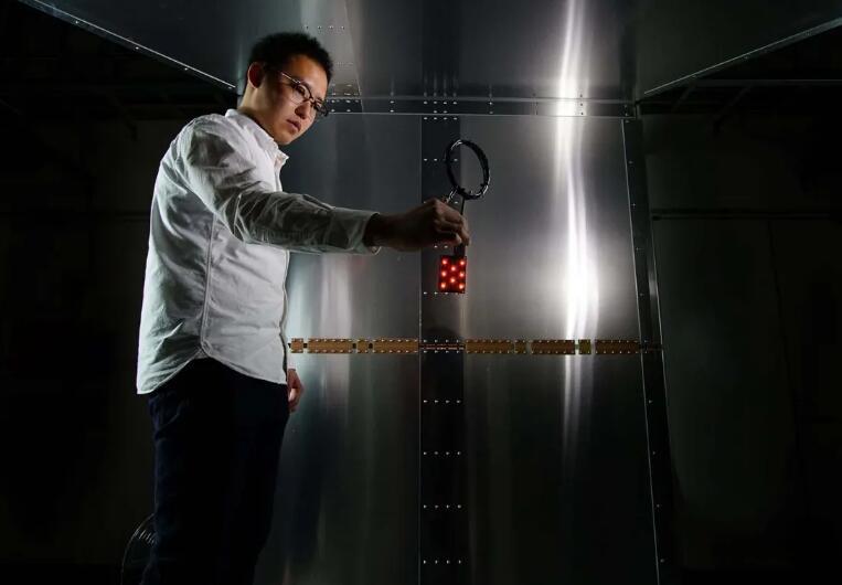 """新的無線充電技術可以讓房間變成安全的無線""""充電室"""""""