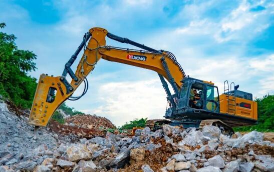 矿山机械朝大型化发展 国产60吨挖掘机先发制人