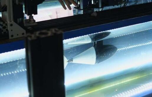"""擁有真實""""魚尾巴""""的軟體機器人,人造肌腱能實時改變尾巴的剛性或柔韌性"""